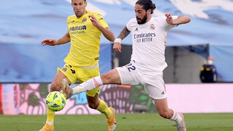 Isco en una acción contra el Villarreal. (Efe)
