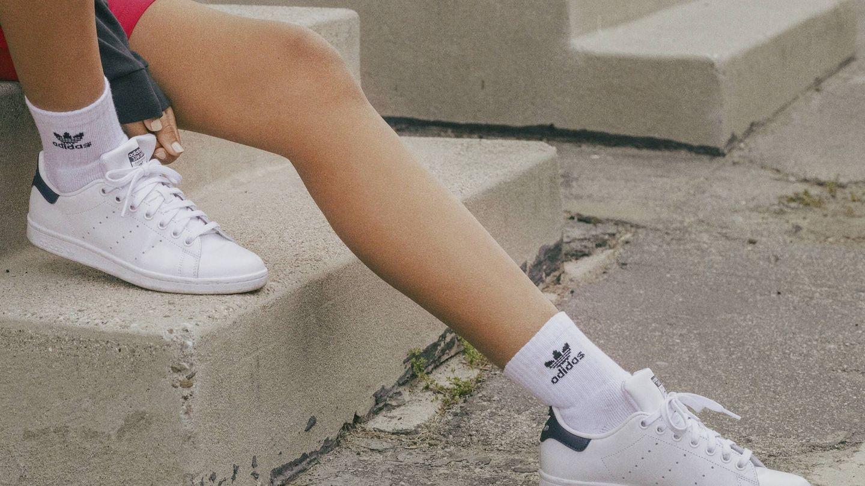 Meghan Markle confía en este clásico de Adidas. (Cortesía)