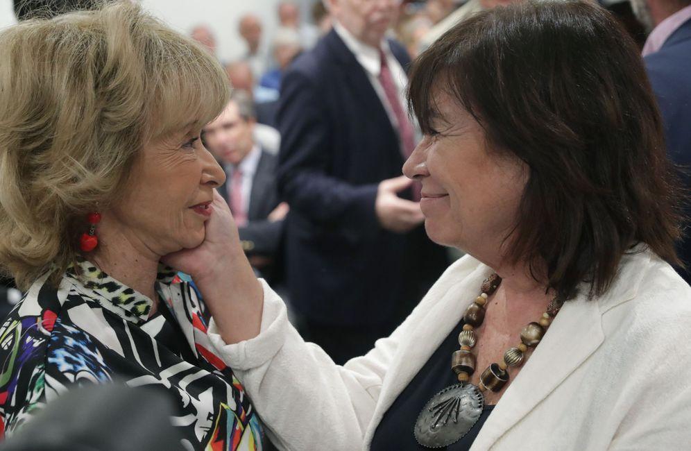 Foto: María Teresa Fernández de la Vega (i), con la presidenta del PSOE, Cristina Narbona, el pasado septiembre. (EFE)