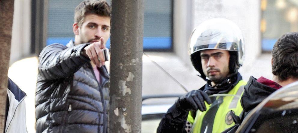 Foto: Gerard Piqué en una imagen de archivo quejándose de los paparazzi en Barcelona (Gtres)