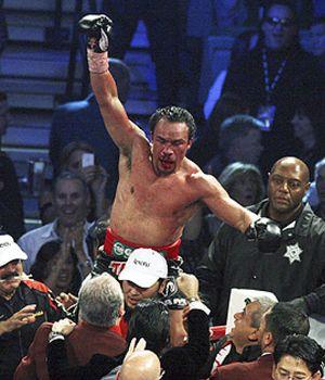 Márquez se venga de Pacquiao ocho años después con un brutal derechazo
