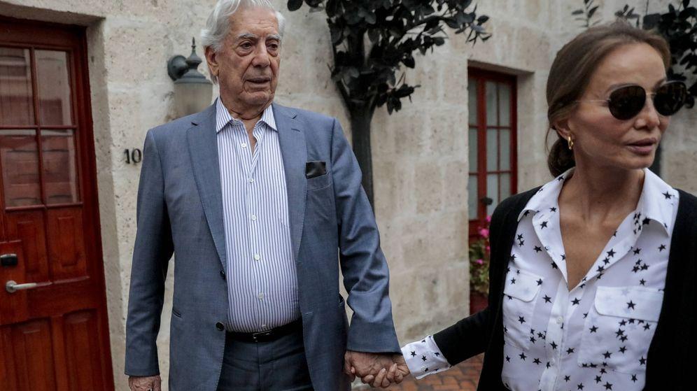 Foto: Isabel y Vargas Llosa en Arequipa. (Gtres)