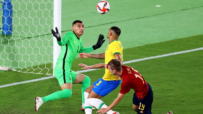Diego Carlos evitó el 0-1 de España. (Reuters)
