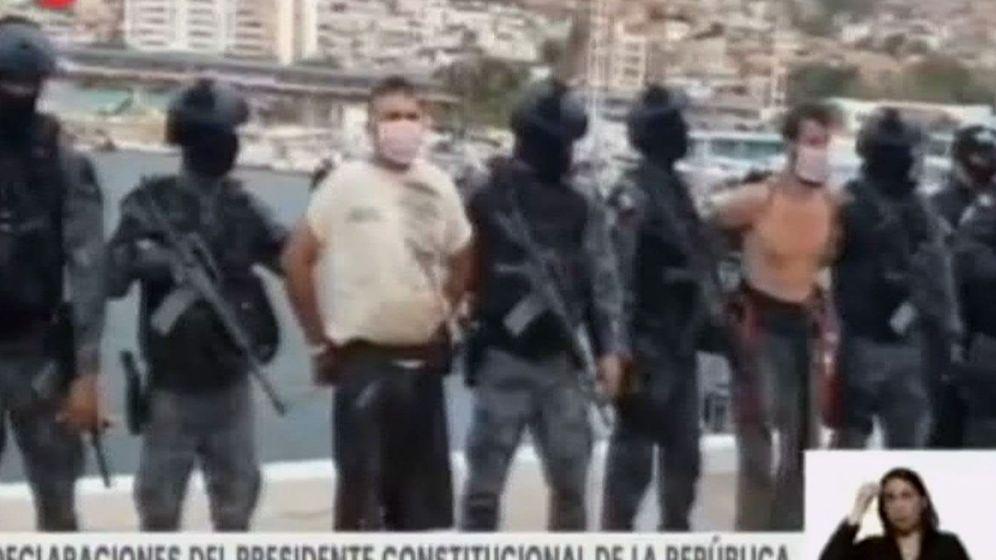 Foto: Detención de dos supuestos mercenarios por el régimen de Nicolás Maduro. (Canal VTV)