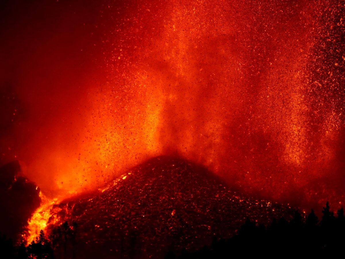 Foto: Lava en el volcán Cumbre Vieja. (Reuters)