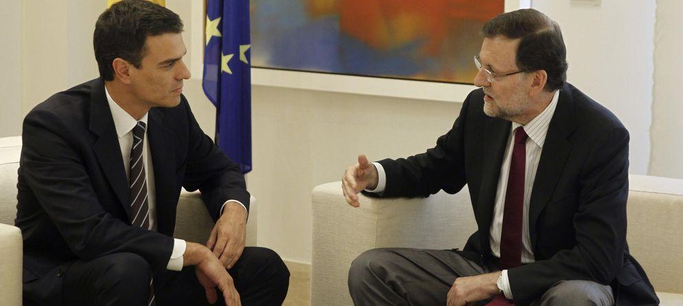 Foto: Pedro Sánchez y Mariano Rajoy en su primera reunión en La Moncloa. (EFE)
