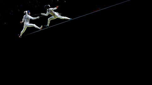 Esgrima 'sobre el alambre' y el Ever Given llega a Róterdam: el día en fotos