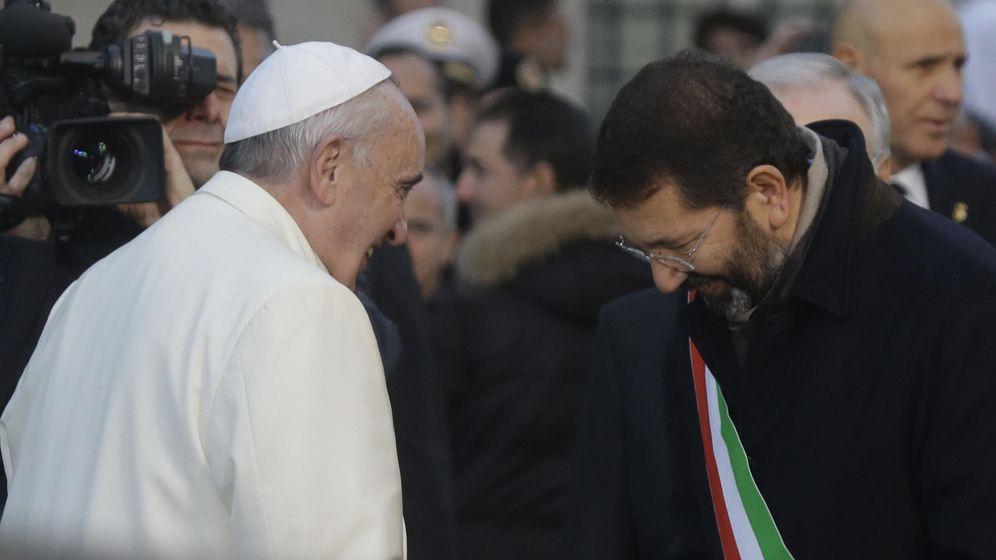 Foto: El Papa, junto al alcalde de Roma, Ignazio Marino (AP)