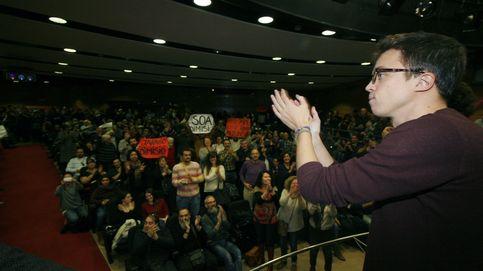 Abucheos y pancartas críticas en un mitin de Íñigo Errejón en Mallorca