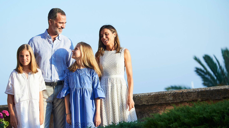 La infanta Sofía, el rey Felipe, la princesa Leonor y la reina Letizia, en la Almudaina. (Limited Pictures)