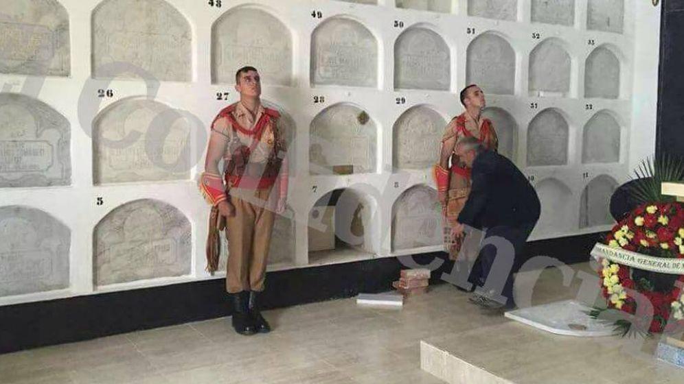 Foto: Momento de la inhumación de Sanjurjo en Melilla (EC)