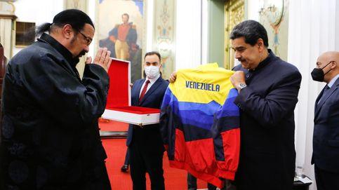 Una katana a cambio de un chándal: intercambio de regalos entre Steven Seagal y Maduro
