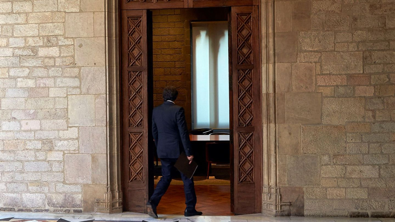 Puigdemont entra a su despacho en el Parlament. (EFE)