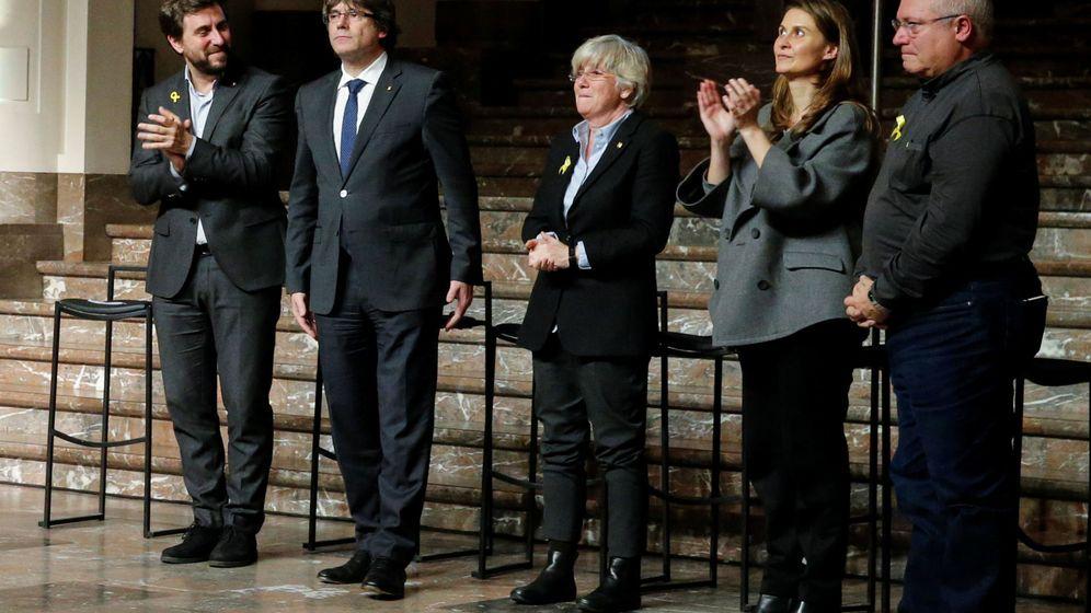 Foto: Carles Puigdemont y los 'exconsellers' en Bruselas. (EFE)