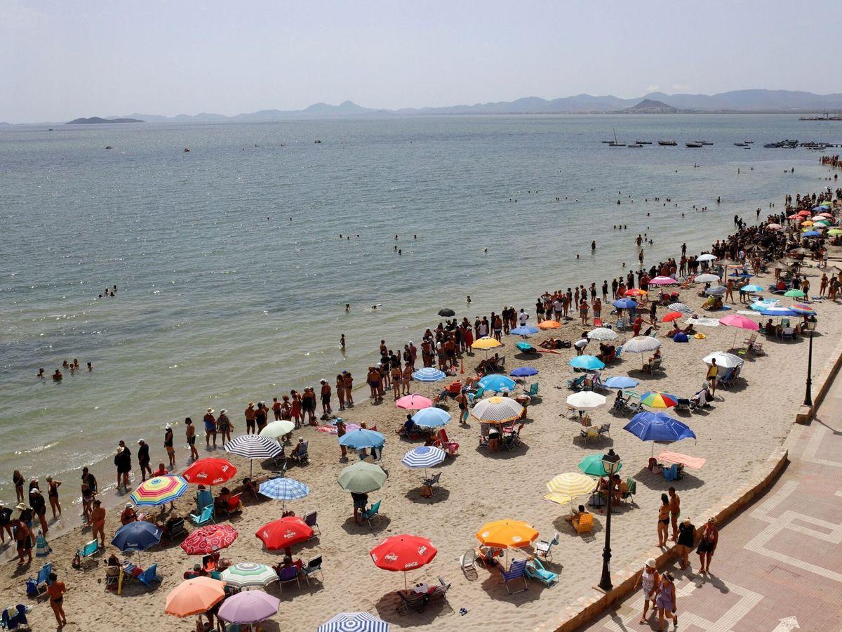 Foto: Cadena humana en defensa del Mar Menor. EFE