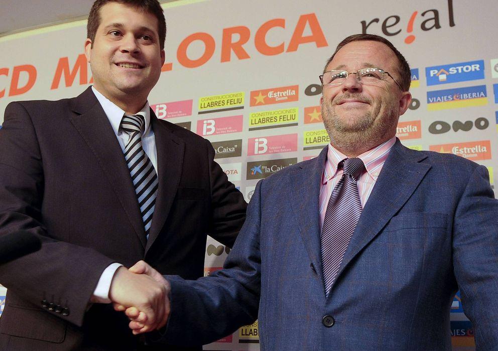 Foto: Javier Martí Asensio (i) saluda al abogado Tomeu Vidal (d).