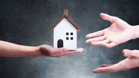 Última Hora económica: La compraventa de viviendas modera su caída al 34%