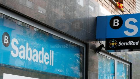 Sabadell lleva a su consejo tres ofertas de 850 millones para comprar su promotora