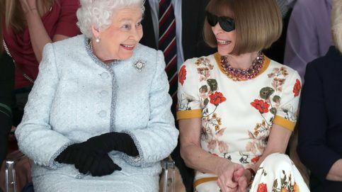 El momento histórico en el que Isabel II se sentó en un front row