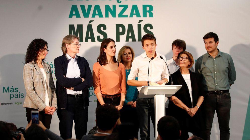 Foto: Íñigo Errejón valora los resultados electorales junto a Marta Higueras, Rita Maestre, Inés Sabanés y otros colaboradores. (EFE)