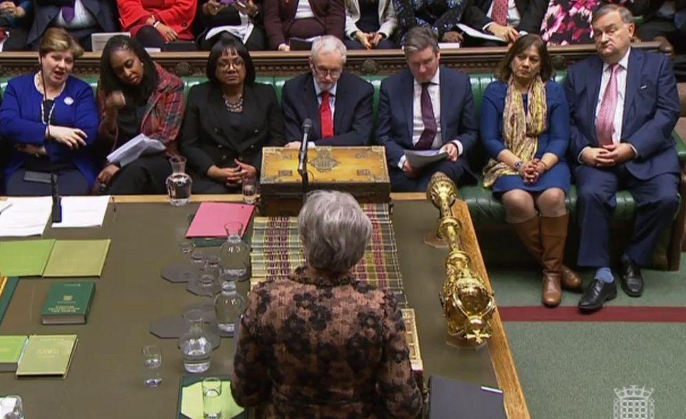 Foto: Captura de video tomada de la señal de la unidad de grabación del Parlamento británico. (EFE)