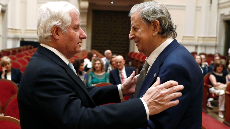 El duque de Alba y Fernando Falcó. (EFE)