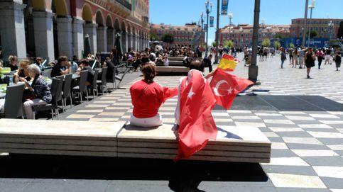 Solo la retención de un grupo de ultras españoles empaña el ambiente de Niza