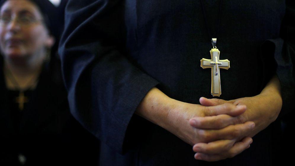 Foto: Cristianos coptos durante un funeral en mayo. (Reuters)