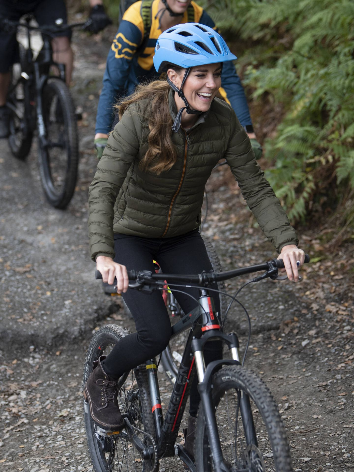 La duquesa de Cambridge, en bicicleta. (Getty)