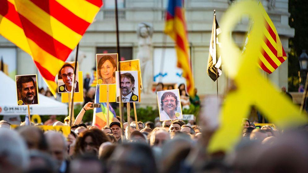 Foto: Cientos de personas participan en una concentración con motivo del fin de juicio del 'pocés'