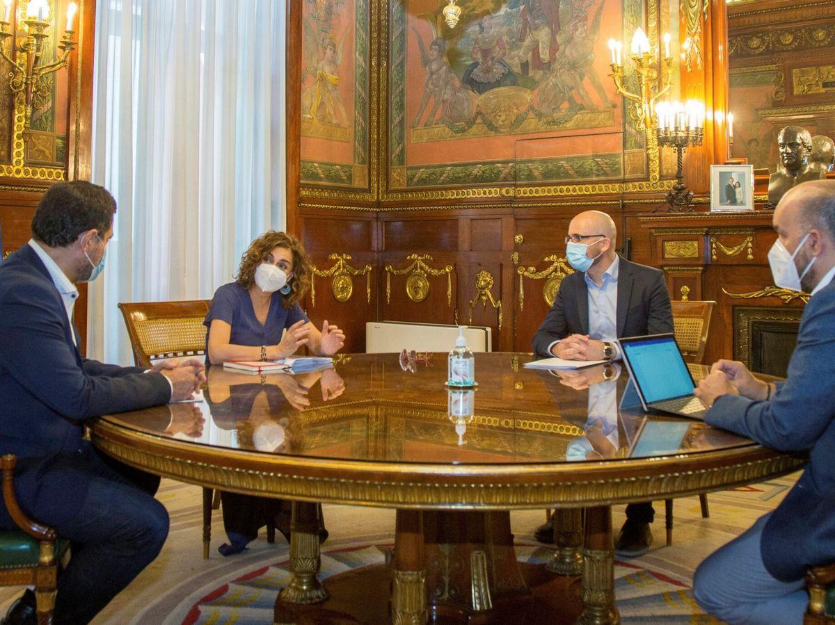 Foto: Rueda de reuniones de los PGE. (EFE)
