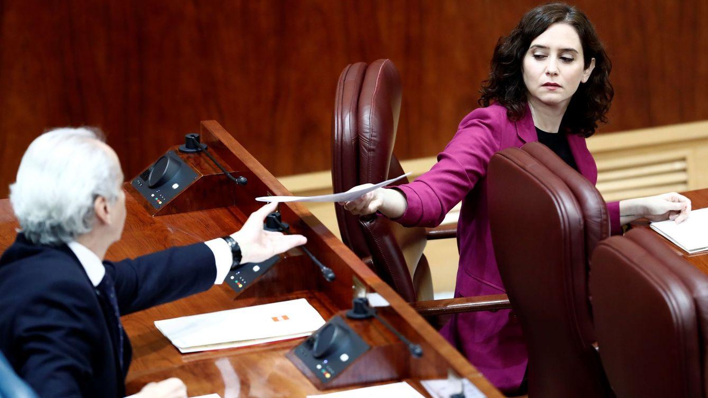 Madrid rompe los puentes con Sanidad tras quedar rezagada por el retraso en detección