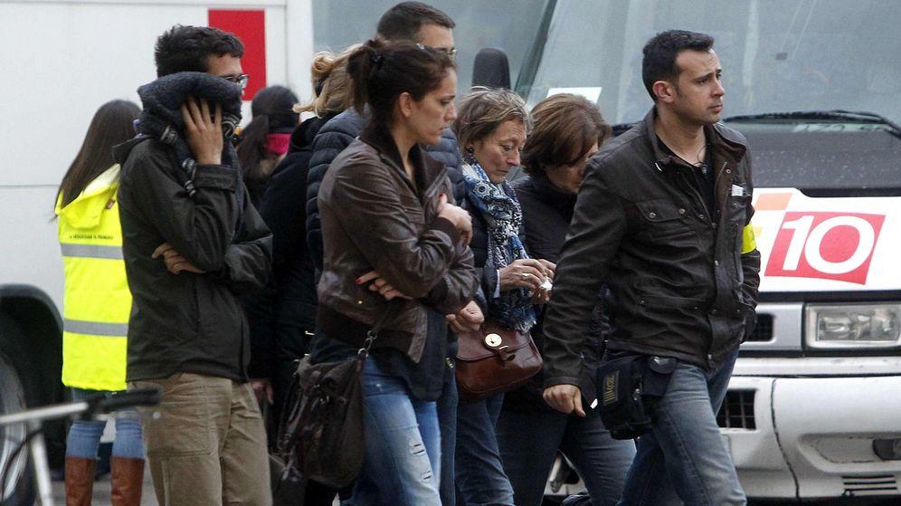 Foto: Familiares y amigos de las víctimas del accidente de avión que viajaba de Barcelona a Düsserlorf (EFE)