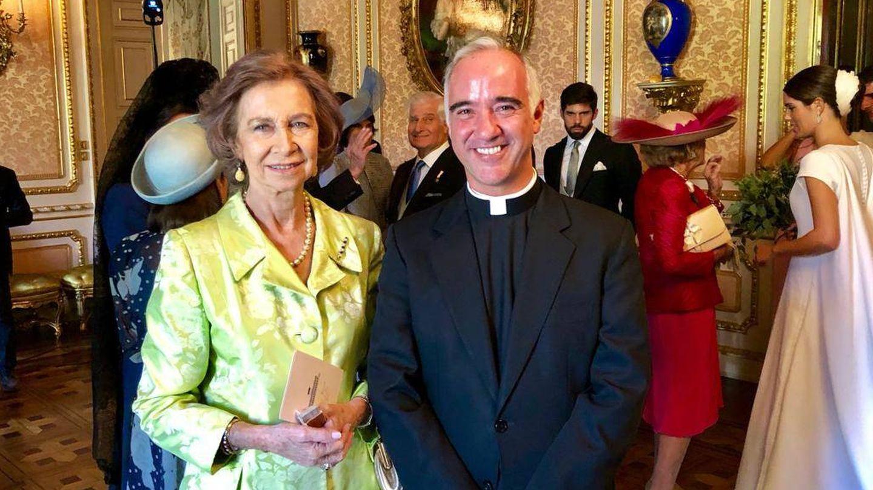 La reina Sofía y el padre Sánchez-Dalp, tras el enlace.