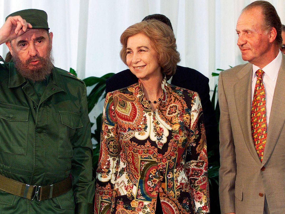 Foto: Don Juan Carlos y doña Sofía con Fidel Castro en La Habana. (EFE)