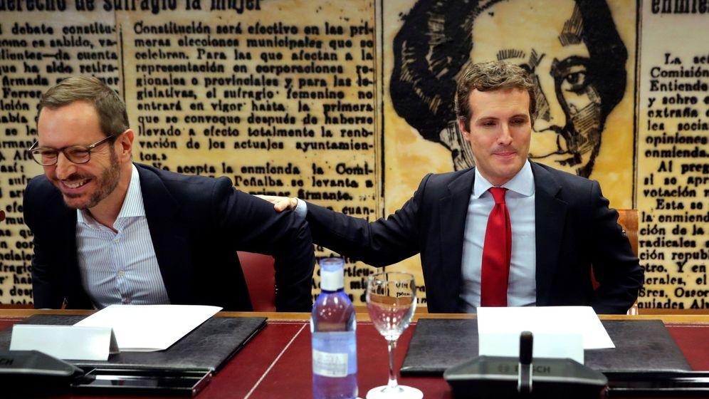 Foto: El portavoz del PP en el Senado, Javier Maroto, junto al líder del partido, Pablo Casado. (EFE)