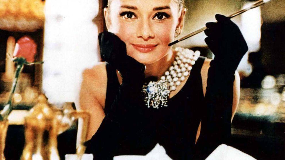 Los accesorios de Bershka que Audrey Hepburn compraría en 'Desayuno con diamantes'
