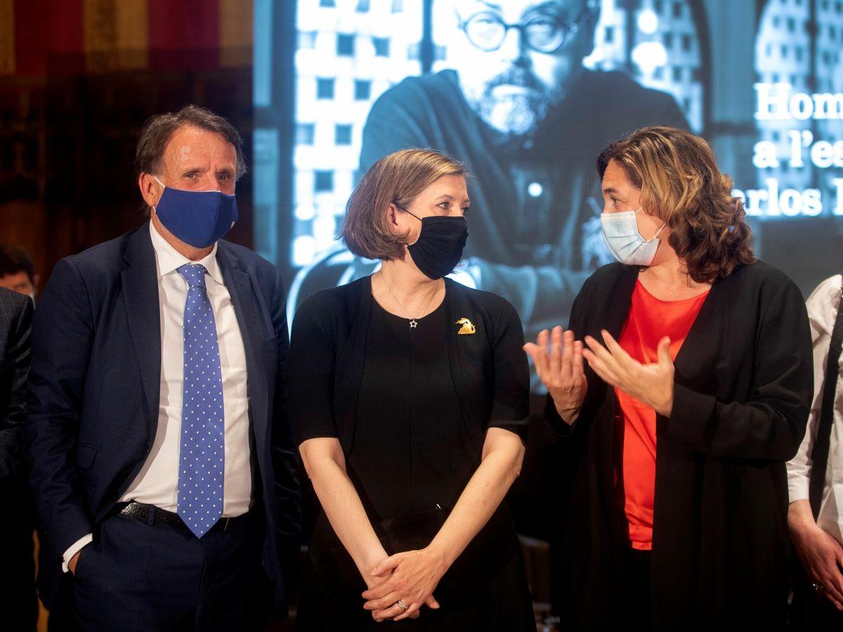 Foto: Mari Carmen Bellver, José Creuheras y Ada Colau. (EFE)