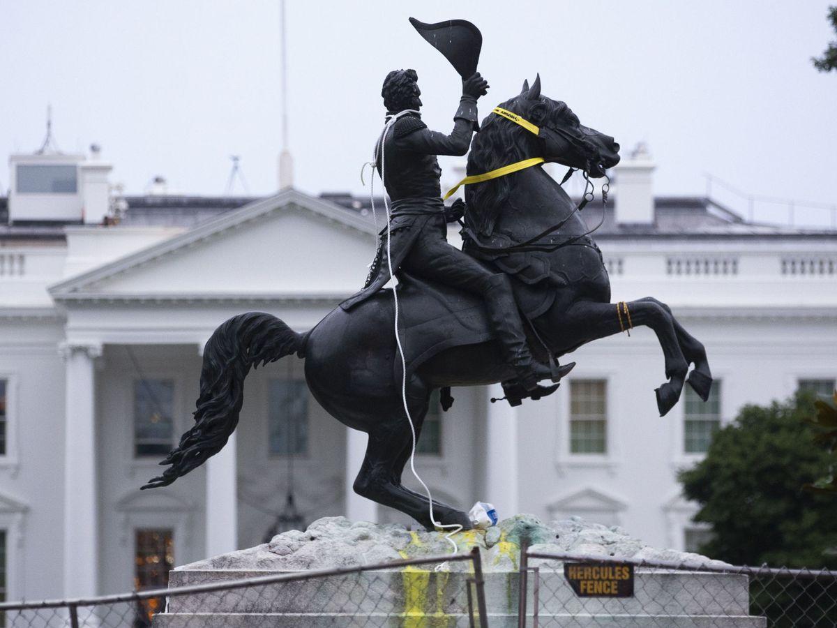 Foto: La estatua de Andrew Jackson tras las protestas (EFE)