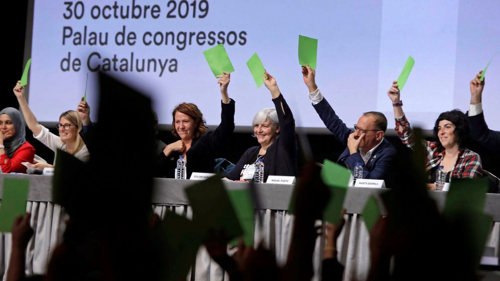 Foto: Momento de las votaciones de la llamada Asamblea de Cargos Electos impulsada por el expresidente de la Generalitat Carles Puigdemont. (EFE)