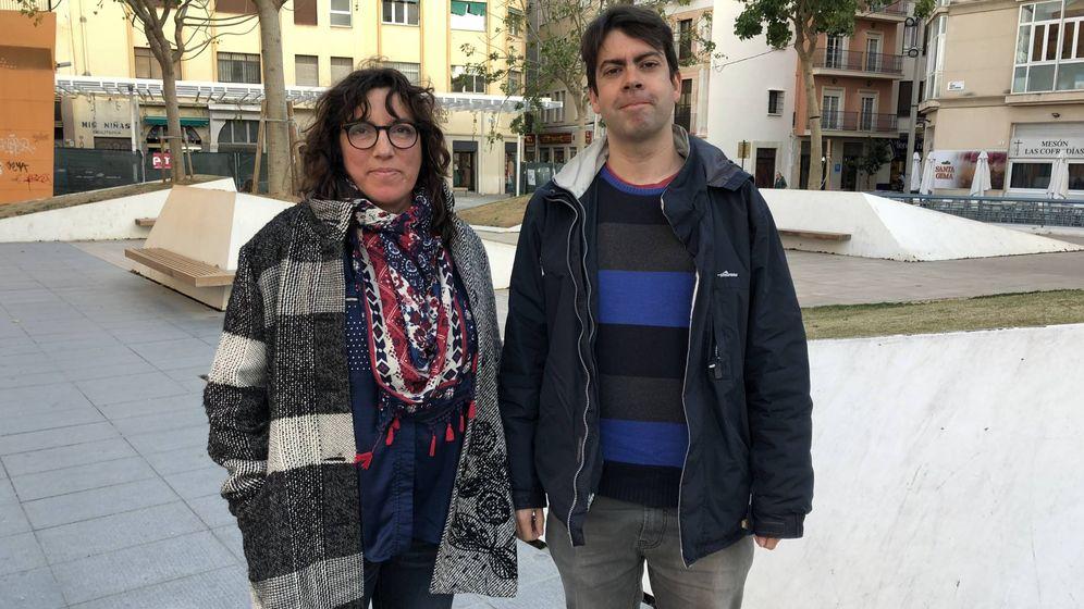 Foto: Carmen y Alejandro, afectados por la carestía de las viviendas en el centro de Málaga por el 'boom' de los pisos turísticos (Agustín Rivera).