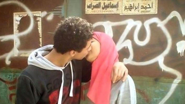 Imagen de una pareja de jóvenes marroquíes subida a Facebook.