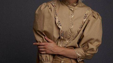 Esta camisa camel de Sfera probablemente sea de las más elegantes que has visto en mucho tiempo