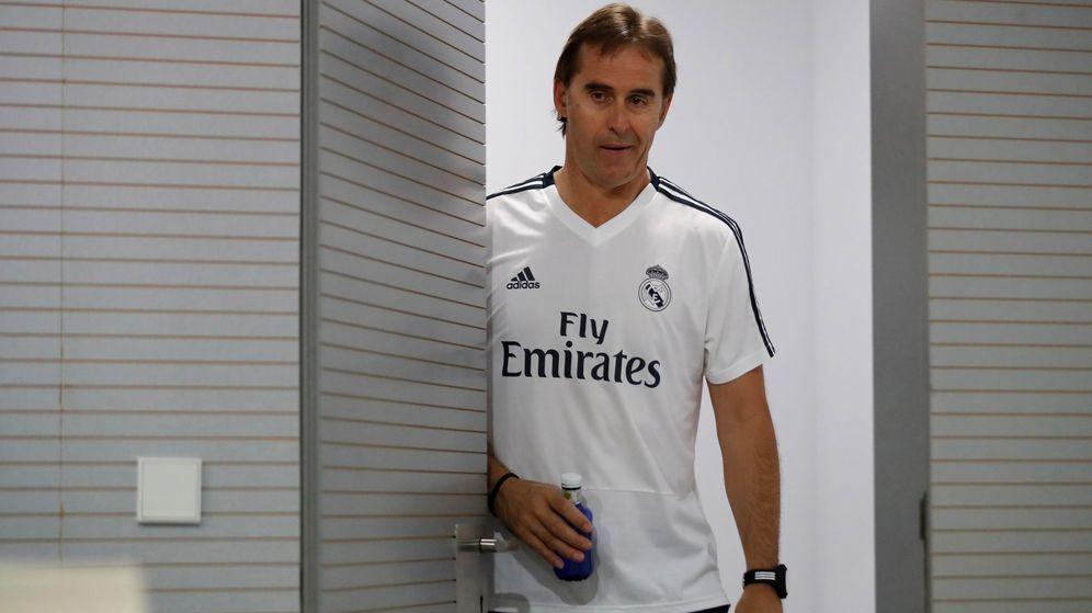 Foto: Julen Lopetegui en el momento de salir a la sala de prensa en la Ciudad Deportiva de Valdebebas. (Efe)