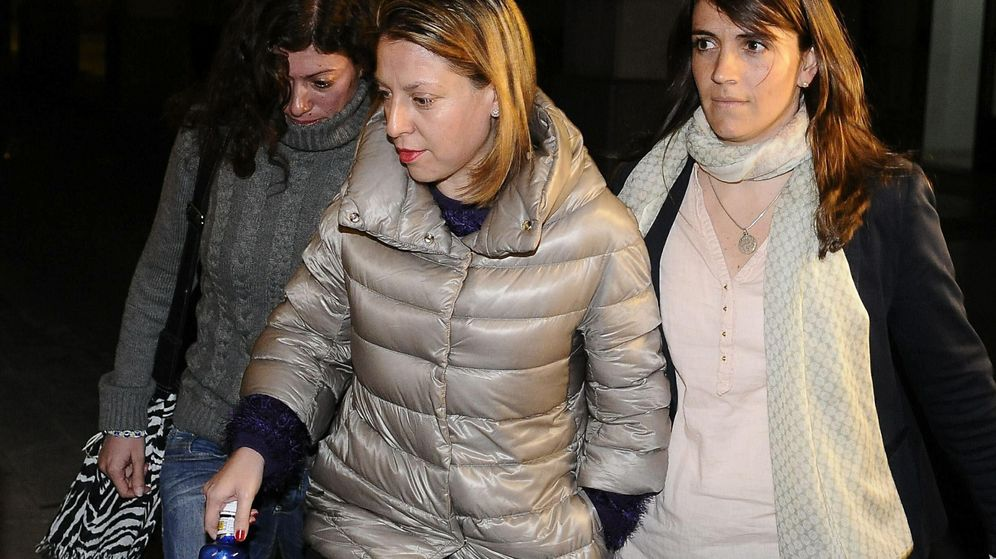 Foto: La exdelegada de Empleo en Jaén, Irene Sabalete, durante su detención. (EFE)