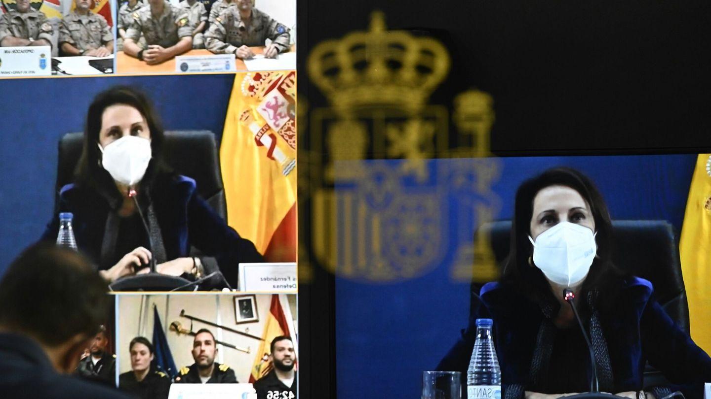 La ministra de Defensa, Margarita Robles, felicita por videoconferencia a los militares desplegados en el exterior. (EFE)