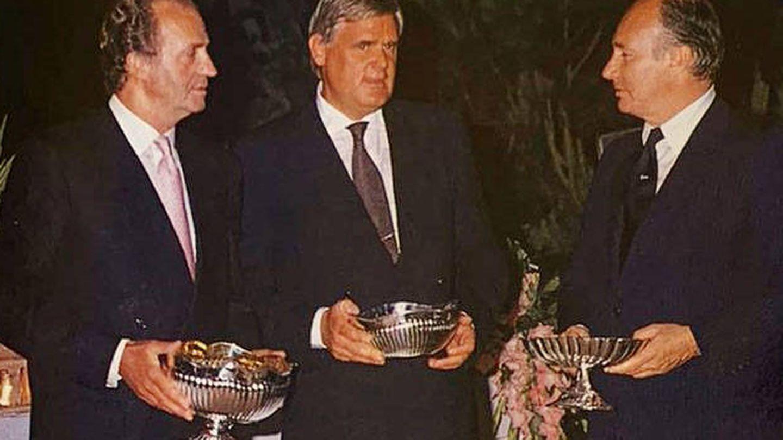 Una imagen de Juan Carlos y Aga Khan, en la cena. (Cortesía revista 'Tiempo')