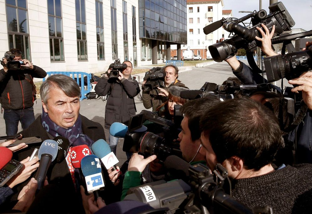 Foto: Agustín Martínez atiende a los medios de comunicación al término de la sesión de este miércoles (EFE).
