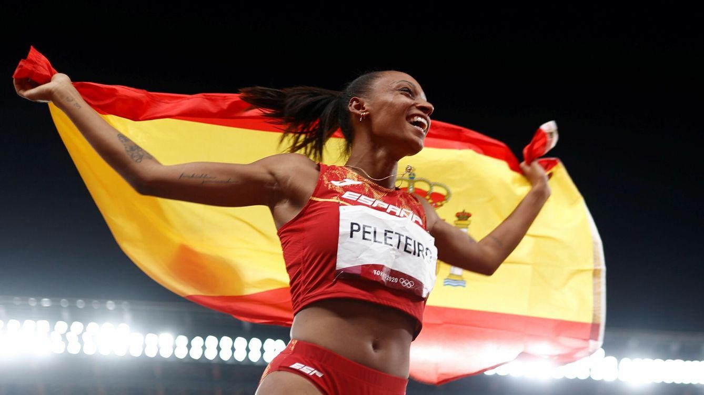 Foto: Ana Peleteiro celebra ilusionada su medalla de bronce. (EFE)