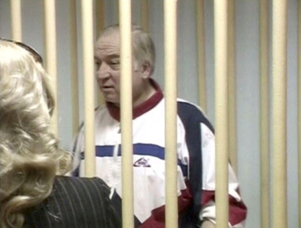 Foto: Una imagen de un vídeo muestra a Sergei Skripal durante un juicio en Moscú, en agosto de 2006. (Reuters)